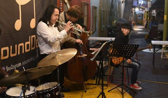 Jazz cafe brings live music to Seoul's Huam Market
